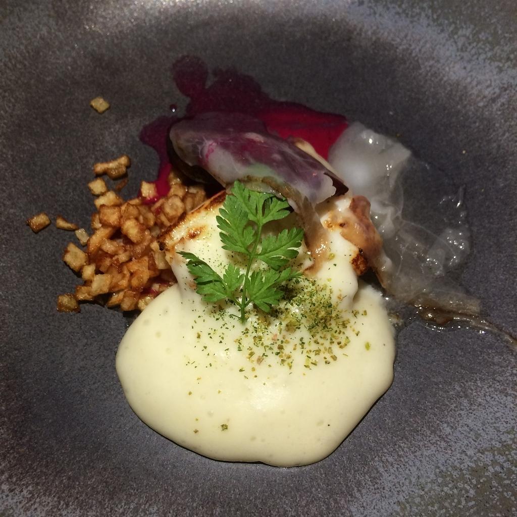 Grietbot, rode biet, frambozenazijn, lardo di Colonata, aardappelmousseline