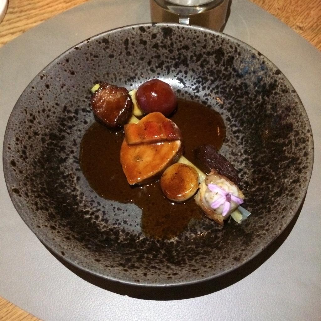 duroc varkensvlees / gepofte jonge prei / rode ui / stoof van aardappel & varken
