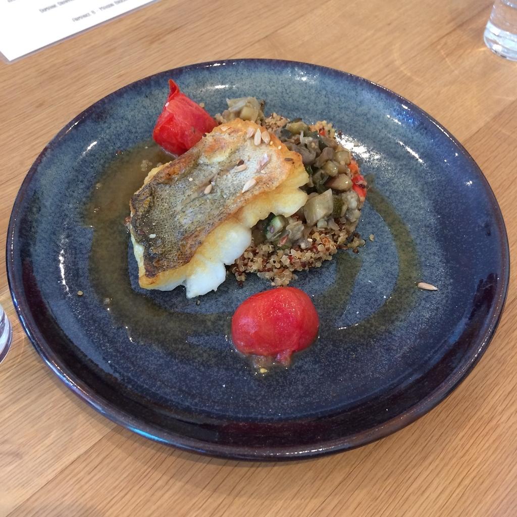 poisson rôti, aubergines et courgettes sautées