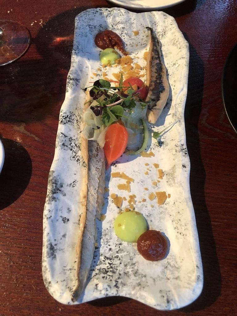 Gebrande makreel, oosterse tomatencompote